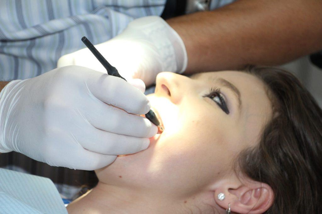 dream teeth fall out