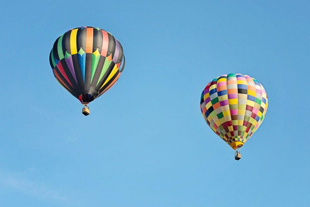 Dream of a falling air balloon